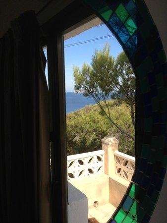 Hostal La Torre : vista dallo specchio della camera