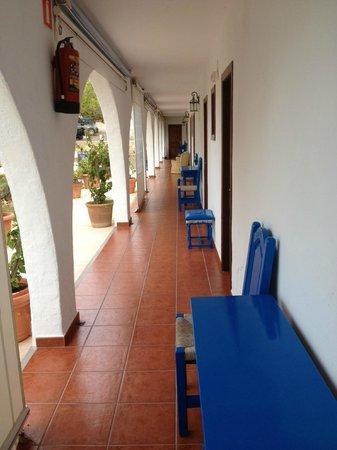Hostal La Torre: ingresso camere