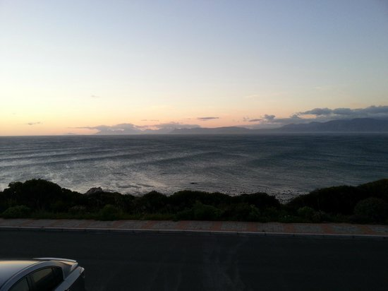 Kleinzee Oceanfront Guesthouse: The view from our stoep...