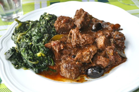 La Bottega di Volpaia: Cinghiale with olives and spinach