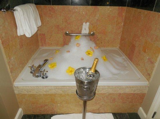 Sandals Regency La Toc: Lovely bath after a strenuous day!