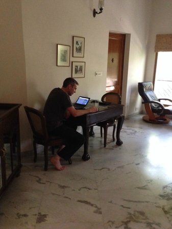 Saubhag Bed and Breakfast: Lounge room with laptops to use