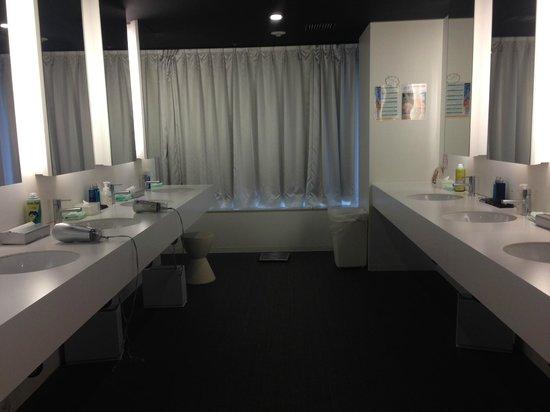 First Cabin Midosuji-Namba : Bathroom