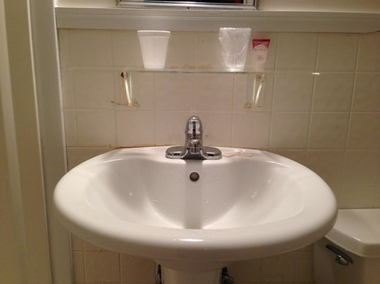 Saco River Lodge & Suites: Sink