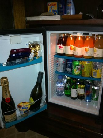 Arabian Court at One&Only Royal Mirage Dubai: Minibar as it is filled normally