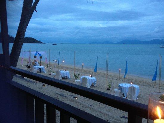 Bandara Resort & Spa: Beach tables at Chom Dao restaurant