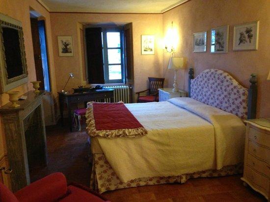 Castello La Rocchetta: Lit chambre 2