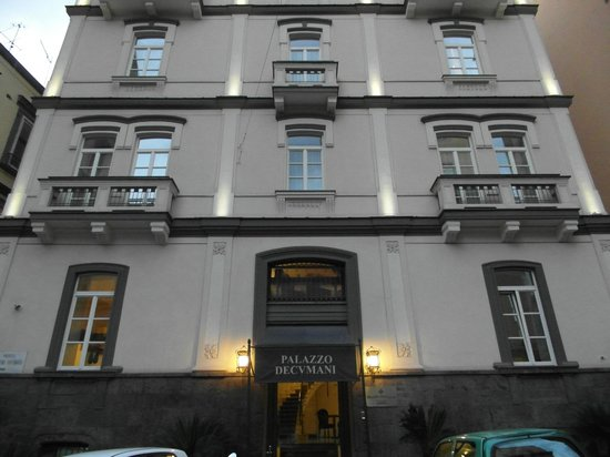 Hotel Palazzo Decumani: The front of the building.