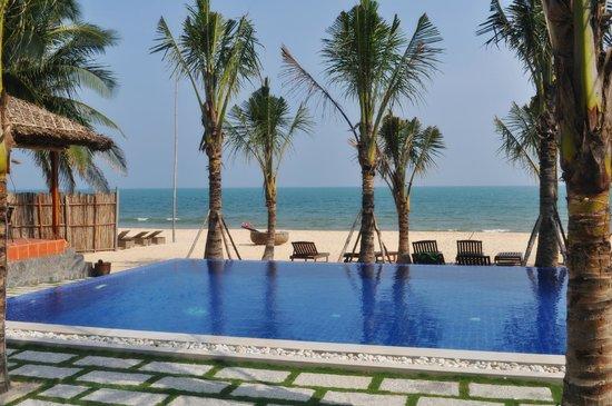 Ananda Resort: Вид из наших домиков