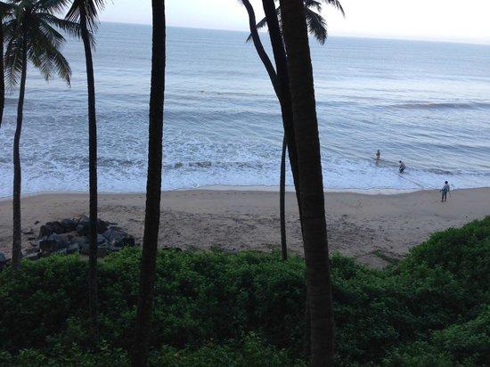 Ocean Hues Beach House: beach view from room