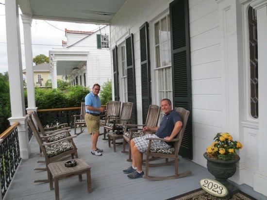 Ashton's Bed and Breakfast: Enjoying the verandah