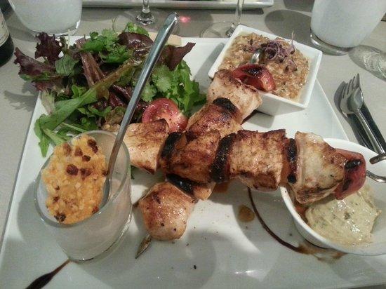 Les Pérot-Quais : L'assiette du Perot-Quais : brochettes de poulet
