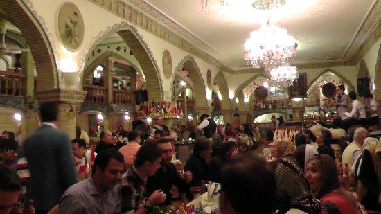 Aali ghapou restaurant tehran restaurant reviews phone for Divan restaurant tehran