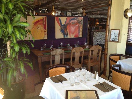CARGO : La table rectangulaire, idéale pour les repas à 7 ou 8.
