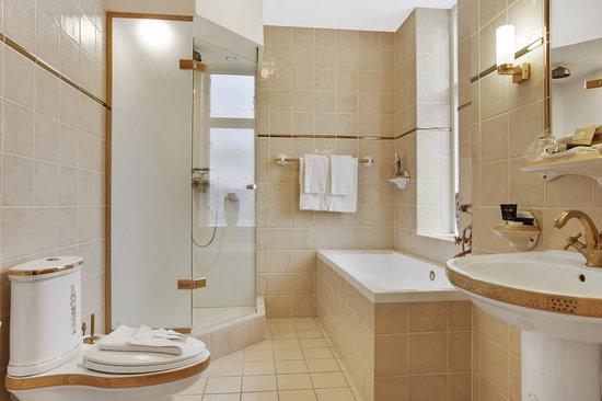 Hotel Royal : Badeværelse på Junior og Deluxe Suiter
