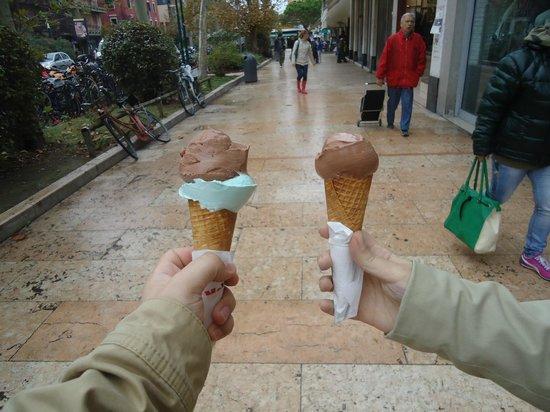 Gelateria Bar Maleti: sorvete chocolate e menta