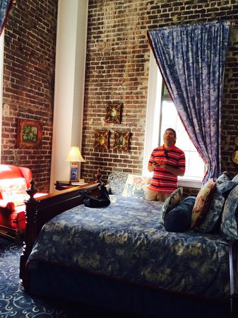 East Bay Inn: High ceilings!