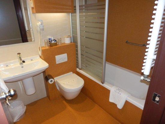 Yoldi hotel bathroom