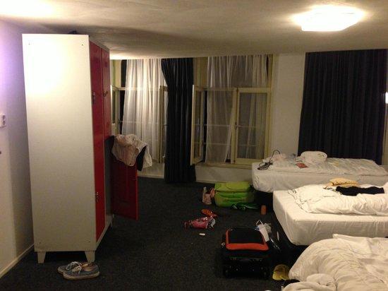 St Christopher's at Winston Hotel : Girl's Dorm on level three million (many steps!)