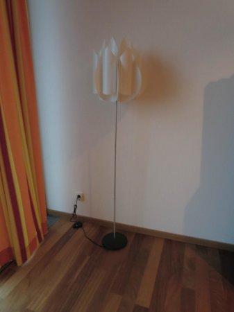 Suite Hotel Kahlenberg: Defekte Lampe