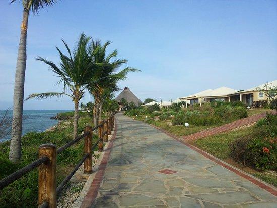 Ora Resort Watamu Bay: il vialetto che porta dal ristorante al mare