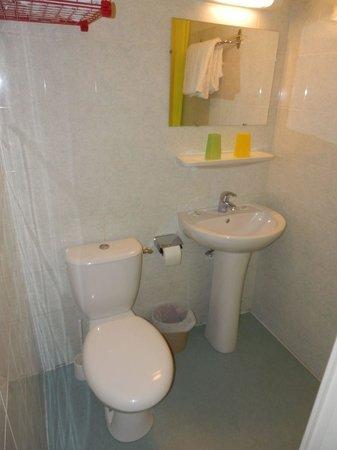 Hôtel La Fontaine : Hotel bathroom