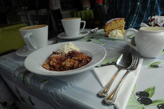 Steam Coffee House: Erdbeer-Rhabarber-Crumble