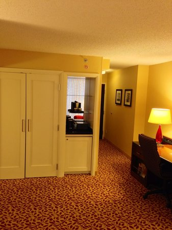 Houston Marriott West Loop by The Galleria: Spacious closet
