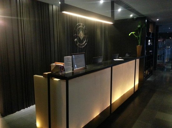 Citrus Sukhumvit 13 by Compass Hospitality: receiptionist