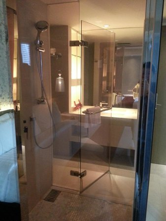 Citrus Sukhumvit 13 by Compass Hospitality : bathroom
