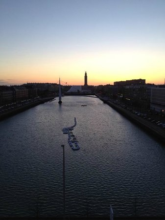 Mercure Le Havre Centre Bassin du Commerce : View from our room.