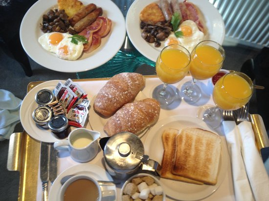 Boringdon Hall Hotel: Breakfast delivered to our room