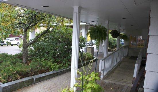 Golden Eagle Resort: Outside room