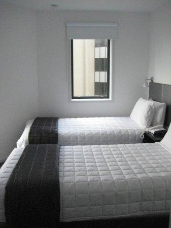 Waldorf St. Martins Apartment Hotel : twin bedroom