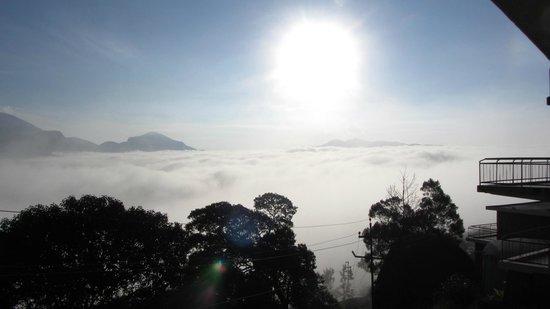 Ayur County Resorts: sun rise in clouds