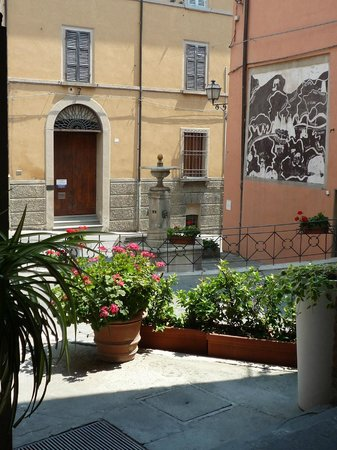 Albergo La Rocca: Sitting outside in the terrace