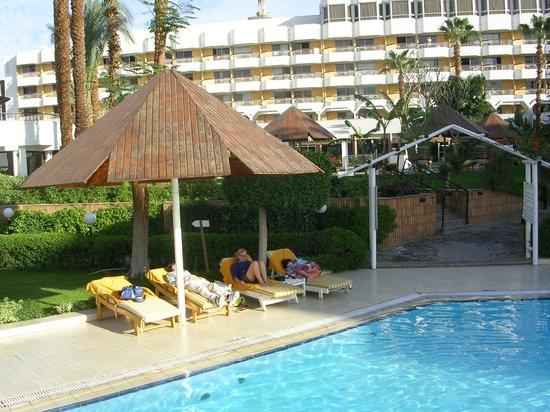 Pyramisa Isis Hotel & Suites Luxor: Tuin