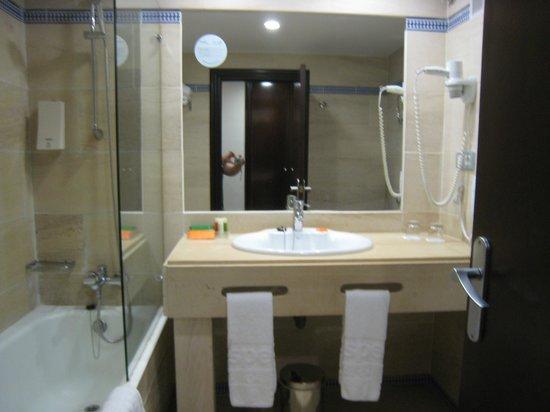 Hesperia Córdoba: la salle de bains