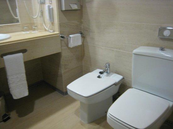 Hesperia Córdoba: salle de bains