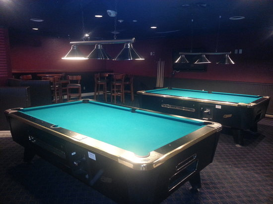 Brantford Hotel & Suites: Addison's Pool Tables Area