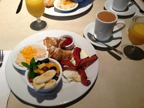 Lake Rabun Hotel & Restaurant : Breakfast Day 1