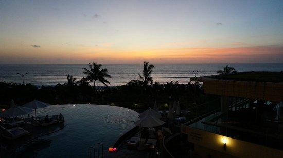 Sheraton Bali Kuta Resort: View of sunset from the hotel's lobby