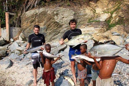 Nosy Komba Lodge: Retour de chasse sur la plage