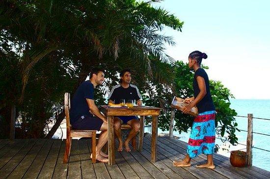 Nosy Komba Lodge: Petit déjeuner sur l'eau