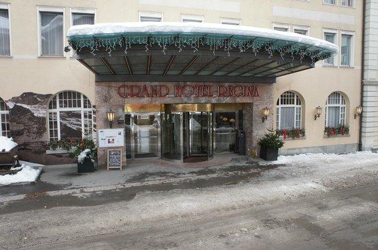 Grand Hotel Regina Grindelwald : Entrée de l'hotel