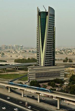 Gloria Hotel: Вид из номера на Шейх Заед Роад