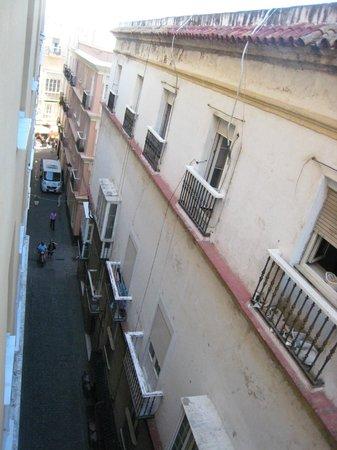 Senator Cadiz Spa Hotel : vue de la rue depuis notre chambre