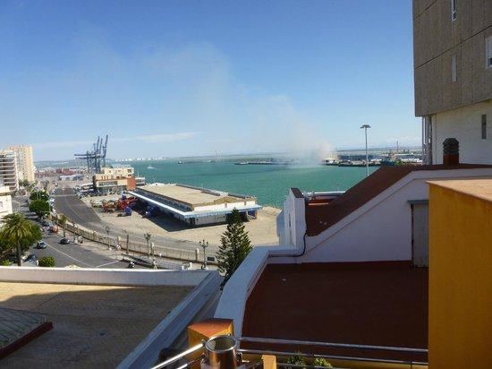 Senator Cadiz Spa Hotel: vue depuis la piscine