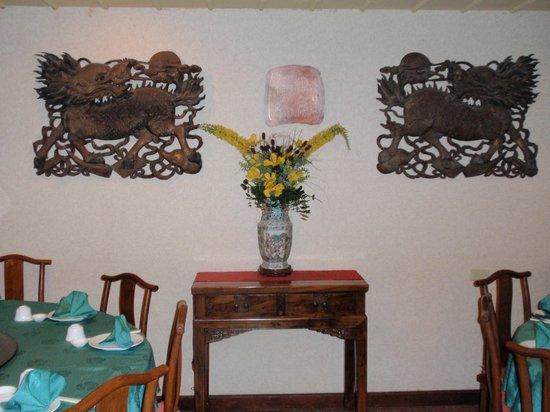 Kirin Restaurant Incorporated: Wall decoration