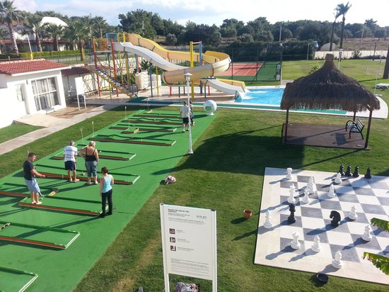 Apollonium Spa & Beach: mini gold and chess